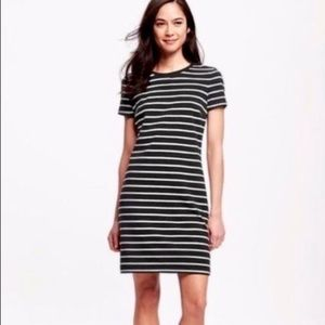 Old Navy Black and White Striped Dress Size Large